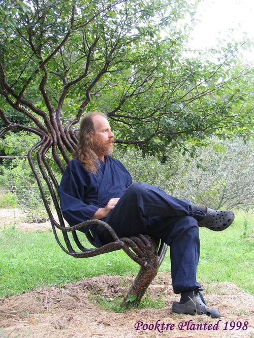 Pete_in_garden_chair_01