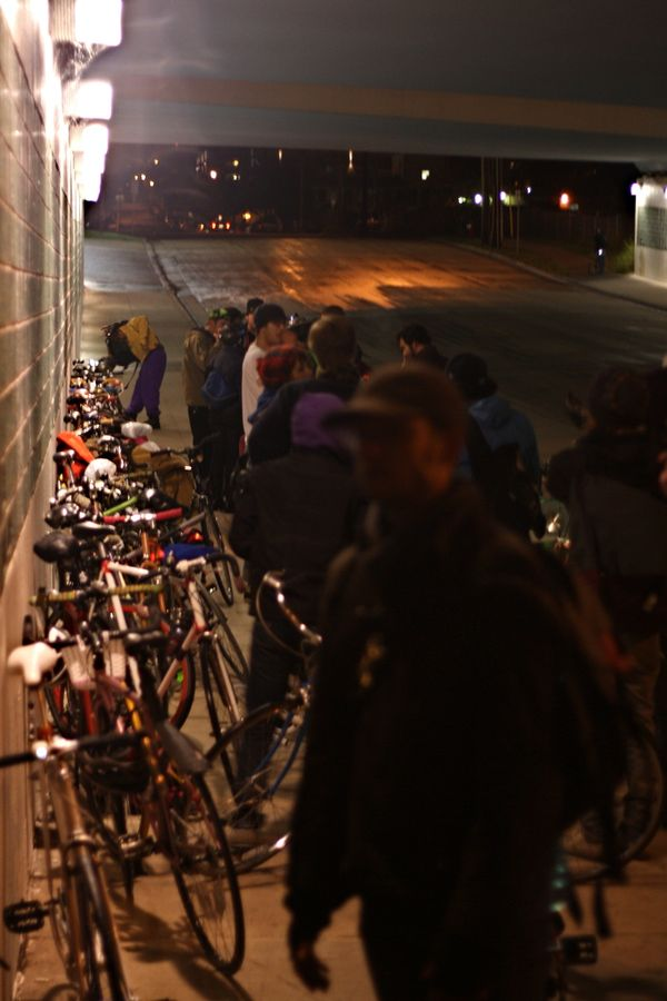 Bikes, under 35W bridge