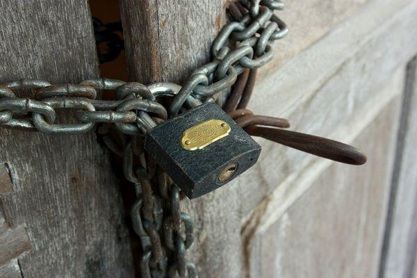 Chain w padlock memorial chain