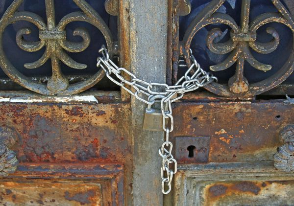 Chained doors memorial chain