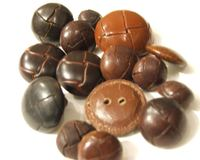 061230_buttons_leather