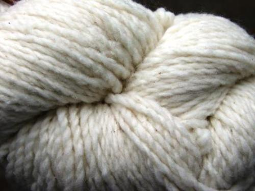 Yarn_buff_wool_close