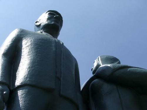 070807_blue_statue