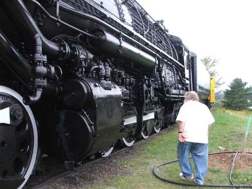 0708287_train_and_smokey